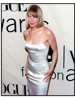 Renee Zellweger at the 2000 VH-1 / Vogue Fashion Awards
