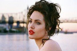 Angelina Jolie, Gia