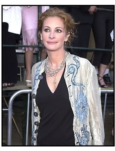 Julia Roberts at the America's Sweethearts premiere
